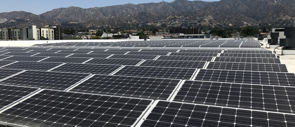 A rooftop panel system is shown on the roof of a new IKEA store in Burbank, California, U.S., June 19, 2017.  Photo taken June 19, 2017.  REUTERS/Nichola Groom - RC1B1D980280