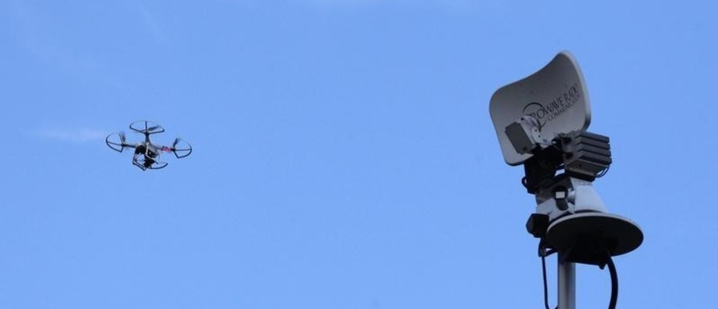 A drone is seen next to a television antenna above the family home of slain U.S. journalist Steven Sotloff in Pinecrest, Florida September 2, 2014. The Islamic State militant group released a video on Tuesday purporting to show the beheading of a second American hostage, journalist Sotloff, raising the stakes in its confrontation with Washington over U.S. air strikes on its insurgents in Iraq. REUTERS/Andrew Innerarity