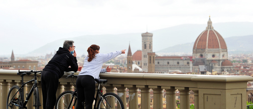 People enjoy the view of Florence from Piazzale Michelangelo during the lockdown, ahead of Italy's gradual lifting of restrictions which begins from May 4, due to the spread of the coronavirus disease (COVID-19), in Florence, Italy, May 1, 2020. REUTERS/Jennifer Lorenzini - RC2NFG9NL8S7