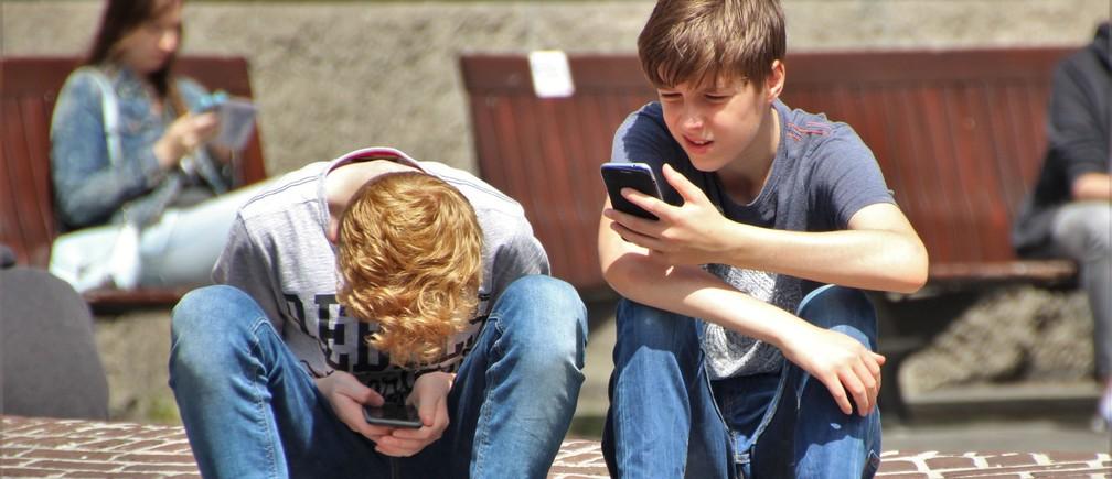 Seis de cada diez adolescentes reconocían usar el móvil a todas horas, el 40 % afirmaba usar continuamente tablets y ordenadores y sobre el 20 % usaban regularmente la videoconsola como medio de ocio prioritario.