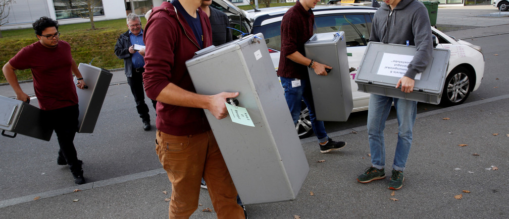 Officials carry ballot boxes of the vote on the nuclear exit in Bern, Switzerland November 27, 2016. REUTERS/Ruben Sprich - RTSTIK3