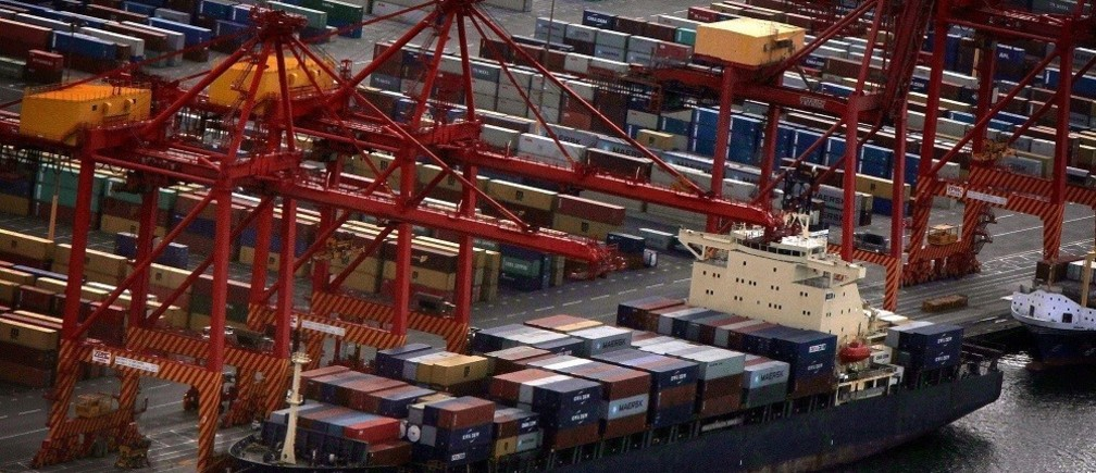A ship is loaded with containers at Sydney's Port Botany container terminal March 4, 2013. Australia's trade deficit shrank by much more than expected in February to its smallest in 14 months thanks to higher prices for resource exports, a likely boost to profits and incomes that also gave the local dollar a lift. Wednesday's figures from the Australian Bureau of Statistics showed exports climbed 3.3 percent overall to a seasonally adjusted A$25.64 billion, the highest total in eight months. Earnings from farm goods, coal, metals and iron ore all increase in the month thanks in part to rising prices. Picture taken March 4, 2013.   REUTERS/David Gray   (AUSTRALIA - Tags: BUSINESS) - RTXY7G5
