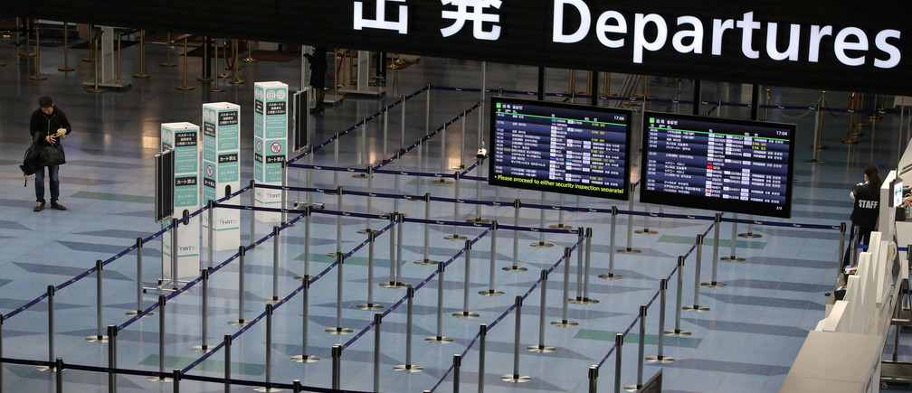 Una puerta de salida vacía se muestra en el aeropuerto de Haneda en Tokio, Japón, el 4 de marzo de 2020.