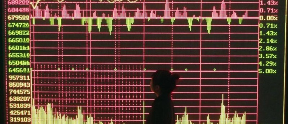 An investor looks at an electronic board showing stock information at a brokerage house in Wuhan, Hubei province December 3, 2008. Chinese stocks rose sharply on Wednesday, led by financials and producers of coal and base metals, on hopes that a meeting of top economic policy makers would come up with fresh stimulus steps for the economy. REUTERS/Stringer (CHINA).  CHINA OUT. NO COMMERCIAL OR EDITORIAL SALES IN CHINA. - GM1E4C31CBM01