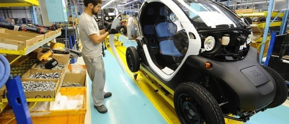 An employee works in the assembly of the new Renault Twizy Zero Emission electric car in Valladolid October 17, 2011. The first units of the Twizy car goes on sale in mid-November. REUTERS/Felix Ordonez (SPAIN - Tags: TRANSPORT ROYALS) - GM1E7AH1MT801