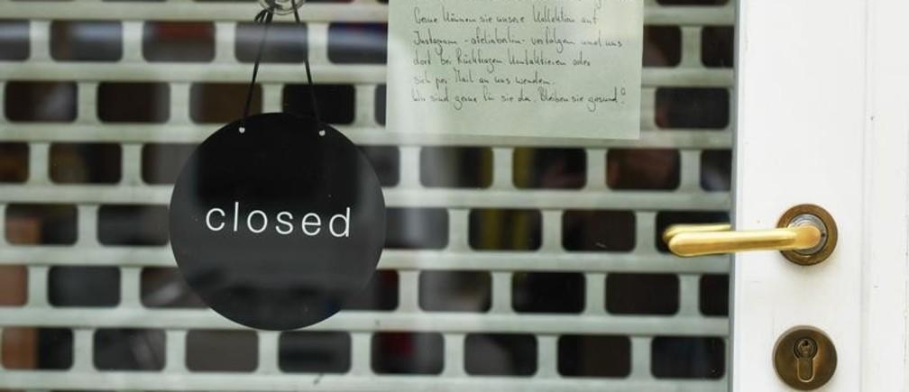 Tienda cerrada en Berlín, Alemania, durante el brote de COVID-19.