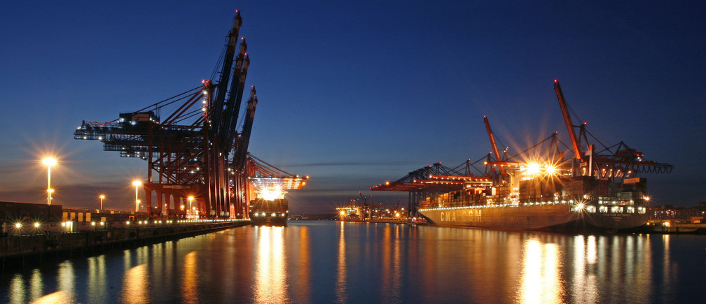 Container ships are loaded at the Container Terminal Burchardkai (R) and the Eurogate terminal (L) at Hamburg harbour March 30, 2009.