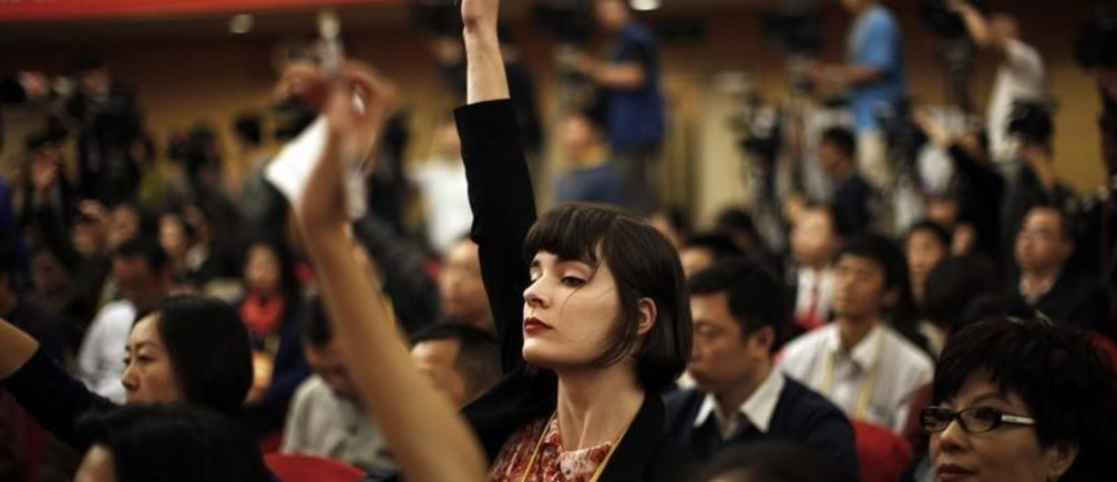 A foreign journalist raises her hand to ask a question during a news conference with Jiang Weixin, minister and secretary of the CPC Leadership Group of the Ministry of Housing And Urban-Rural Development, during the 18th National Party Congress (NPC) in Beijing November 12, 2012. At the last congress in 2007, top officials took one-on-one interviews, overseas reporters were encouraged to ask questions on whatever subject they wished and government media handlers went out of their way to be helpful, hoping to burnish China's global image ahead of the 2008 Olympic Games. This year, while economic officials and business leaders have generally been willing to talk, provincial leaders and rising political stars have largely shunned international media, and in some cases tried to avoid talking in public at all.       REUTERS/Carlos Barria (CHINA - Tags: POLITICS MEDIA) - GM1E8BD183D01