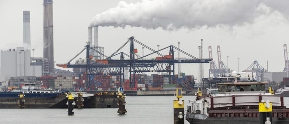 A container terminal is seen in the port of Rotterdam, the Netherlands, March 21, 2016.    REUTERS/Michael Kooren/File Photo
