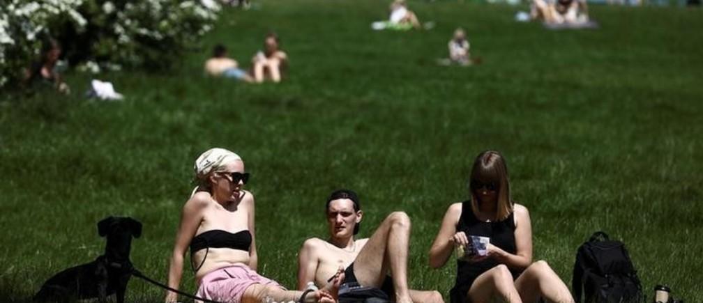 People sunbathe in hot weather on Primrose Hill in London, Britain May 7, 2018. REUTERS/Simon Dawson