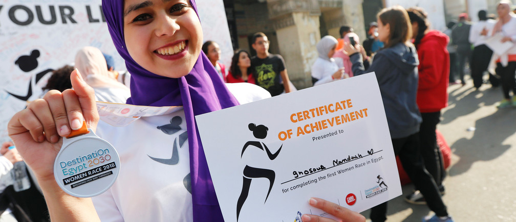Ghosoun Mamdouh, a 21-year-old holds her medal after finishing the first Egyptian womens' race, to raise awareness about violence against women, in Cairo, Egypt, November 30, 2018. REUTERS/Amr Abdallah Dalsh - RC1C05127F30