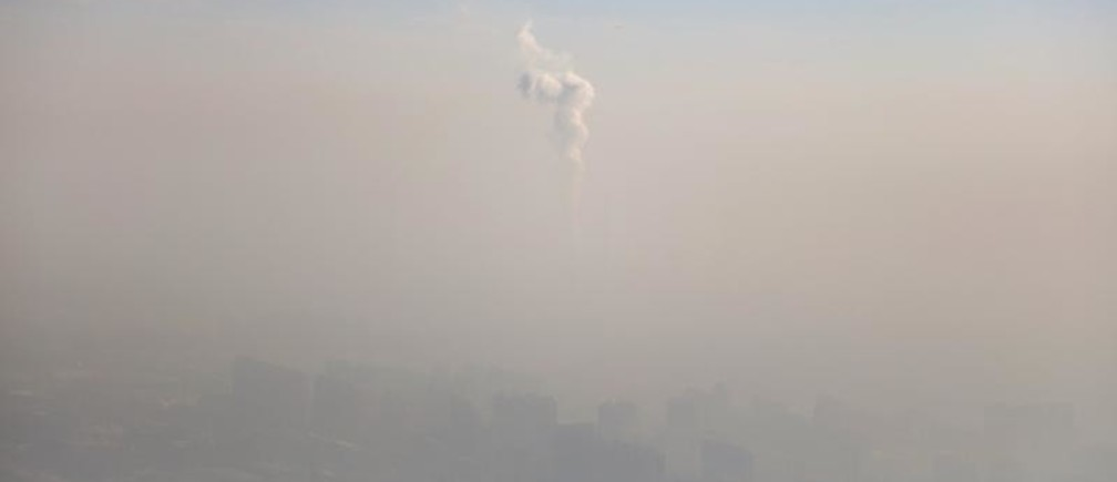 A chimney of a power plant is pictured among smog as a red alert for air pollution is issued in Beijing, China, December 16, 2016. REUTERS/Stringer ATTENTION EDITORS - THIS IMAGE WAS PROVIDED BY A THIRD PARTY. EDITORIAL USE ONLY. CHINA OUT. NO COMMERCIAL OR EDITORIAL SALES IN CHINA. - RC13FCD38B40