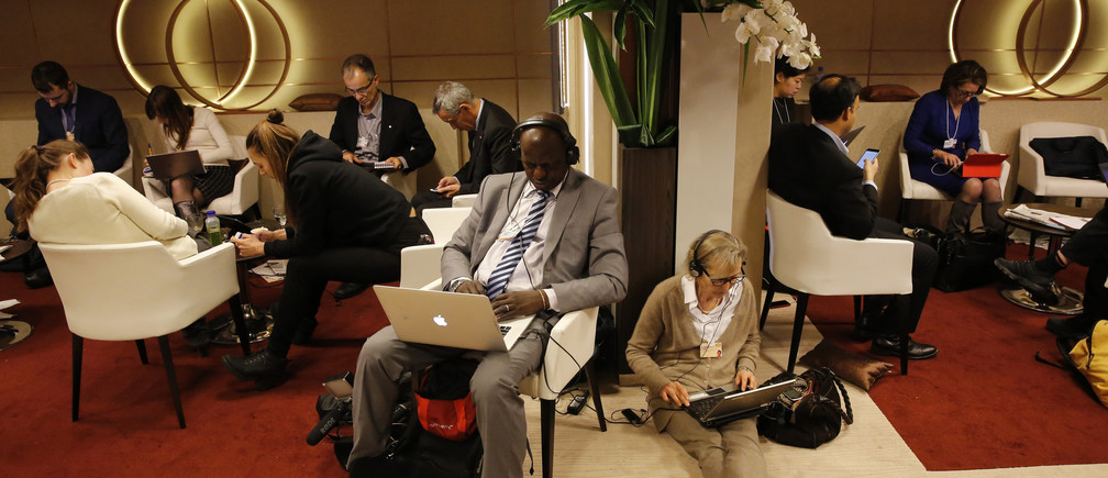 Participants use their smart phones and laptops between sessions during the annual meeting of the World Economic Forum (WEF) in Davos, Switzerland January 22, 2016.