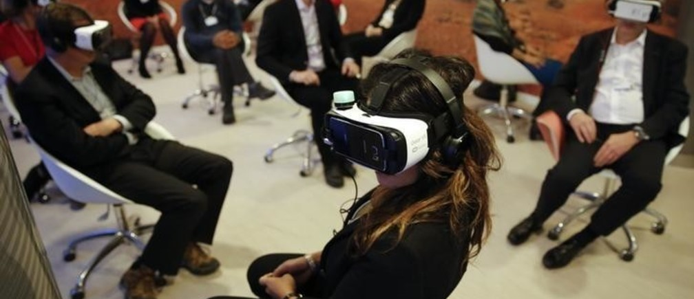 Participants attend the 'Collisions. A Virtual Reality World Premiere' event at the annual meeting of the World Economic Forum (WEF) in Davos, Switzerland January 21, 2016. REUTERS/Ruben Sprich