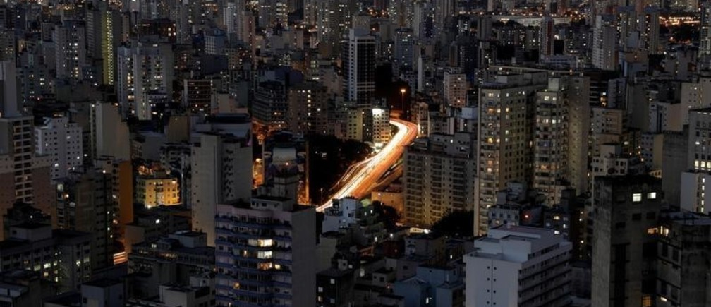 A general view shows buildings and cars driving down a main avenue in downtown Sao Paulo, Brazil, February 1, 2018. REUTERS/Paulo Whitaker - RC18B996F200