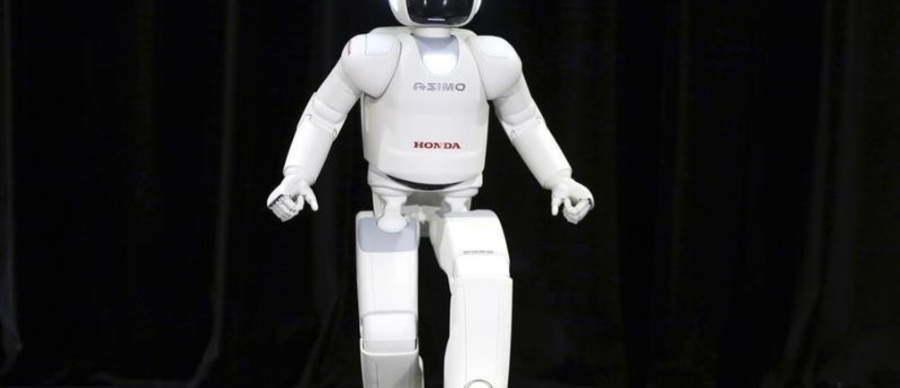 Honda's latest version of the Asimo humanoid robot runs during a presentation in Zaventem near Brussels July 16, 2014. Honda introduced in Belgium an improved version of its Asimo humanoid robot that it says has enhanced intelligence and hand dexterity, and is able to run at a speed of some 9 kilometres per hour (5.6 miles per hour).  REUTERS/Francois Lenoir (BELGIUM - Tags: SCIENCE TECHNOLOGY BUSINESS SOCIETY) - RTR3YVQI