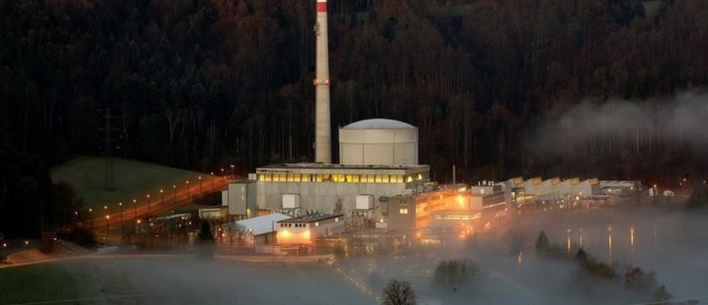 Swiss energy company BKW's Muehleberg nuclear power plant and the fog-covered Aare river are seen in Muehleberg near Bern, Switzerland, April 6, 2018. REUTERS/Arnd Wiegmann
