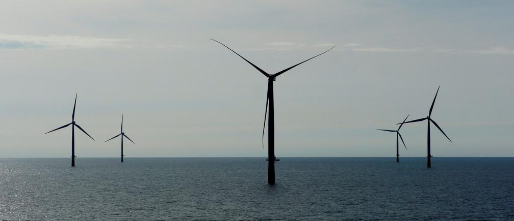 A general view of the DanTysk wind farm, 90 kilometres west of Esbjerg, Denmark, September 21, 2016. Picture taken September 21, 2016. To match EUROPE-OFFSHORE/WINDPOWER  REUTERS/Nikolaj Skydsgaard - D1BEUNDQTLAA