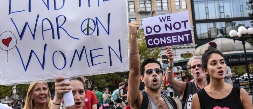 People participate in a protest in support of women's reproductive rights, in New York City, U.S., October 7, 2017. REUTERS/Stephanie Keith - RC1ACE42B5D0