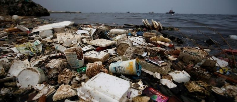 Plastic and styrofoam garbage litters the shoreline in Cilincing in Jakarta, Indonesia, Indonesia, November 26, 2018. REUTERS/Willy Kurniawan - RC1ABD6D0A20