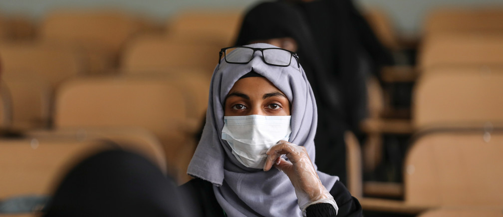 A volunteer for a coronavirus awareness campaign wearing a protective face mask attends a lecture in preparation for any possible spread of the coronavirus disease (COVID-19), in Sanaa, Yemen March 28, 2020. Picture taken March 28, 2020. REUTERS/Khaled Abdullah - RC2XUF9Y19V7
