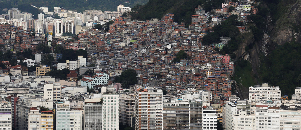 The Pavao-Pavaozinho slum is seen atop the Copacabana neighborhood in Rio de Janeiro, Brazil, January 12, 2017. Picture taken January 12, 2017. REUTERS/Nacho Doce - RTSVRP1