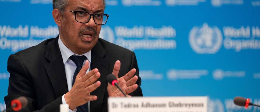 Tedros Adhanom Ghebreyesus, Director General de la Organización Mundial de la Salud (OMS) asiste a la firma del memorando de entendimiento entre la OMS y la Fundación de la OMS en Ginebra (Suiza), el 27 de mayo de 2020.