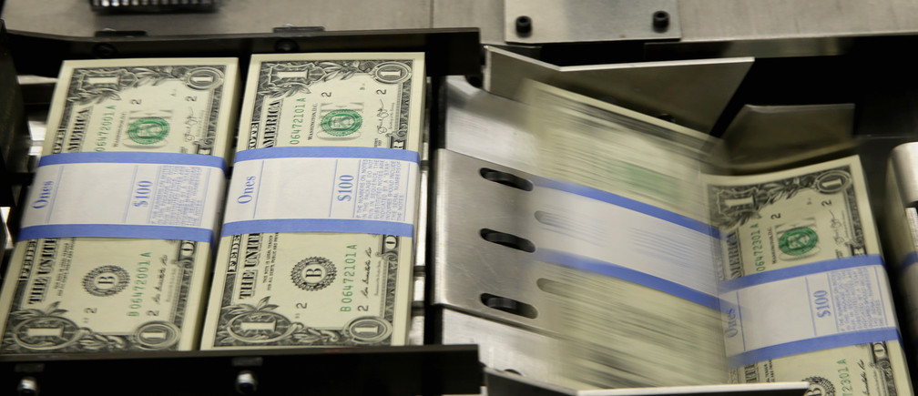 United States one dollar bills are put in packaging bands during production at the Bureau of Engraving and Printing in Washington November 14, 2014.   REUTERS/Gary Cameron    (UNITED STATES - Tags: BUSINESS POLITICS) - GM1EABF071001