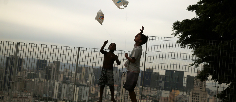Boys play with kites made of plastic bags in Providencia slum in Rio de Janeiro February 25, 2015.