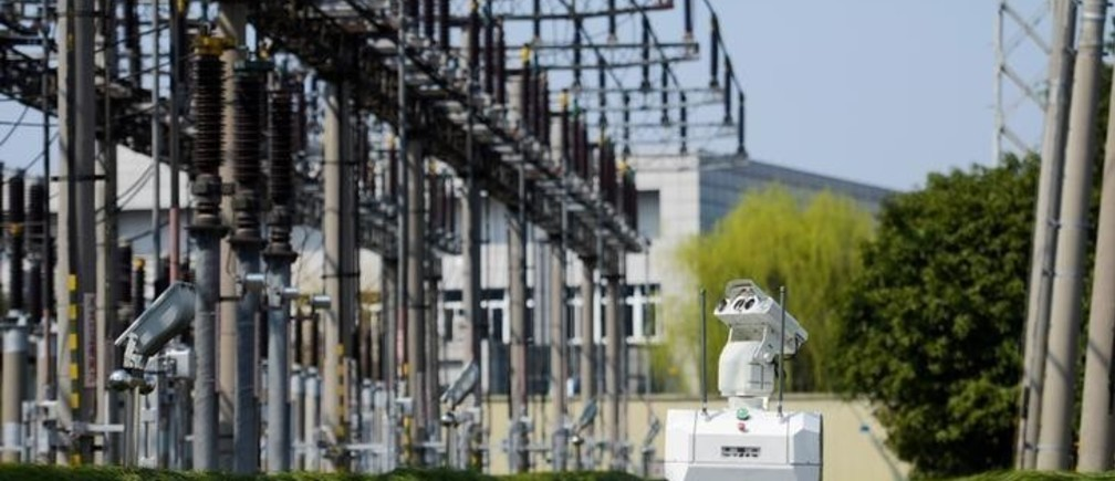 A robot inspects power equipment at an electrical substation of the State Grid Corporation of China in Jiaxing, Zhejiang province, China March 12, 2018. REUTERS/Stringer  ATTENTION EDITORS - THIS IMAGE WAS PROVIDED BY A THIRD PARTY. CHINA OUT.