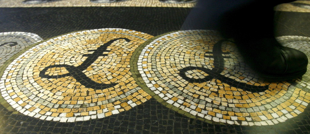 An employee is seen walking over a mosaic of pound sterling symbols set in the floor of the front hall of the Bank of England in London, in this March 25, 2008 file photograph. Sterling had its biggest one-day loss against the dollar in 11 months on February 22, 2016 after London Mayor Boris Johnson threw his weight behind the campaign to leave the European Union, dealing a blow to David Cameron by increasing the chance of a British exit from the EU.  REUTERS/Luke MacGregor/Files          TPX IMAGES OF THE DAY      - GF10000318413