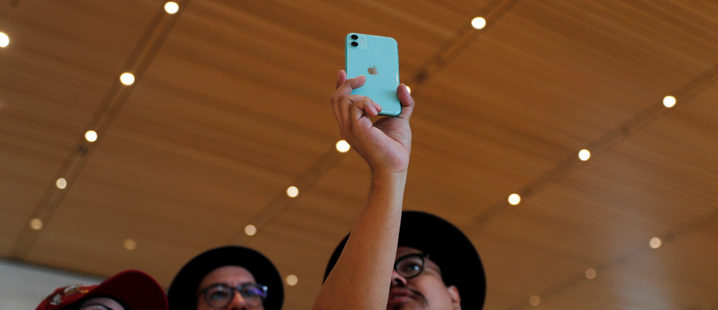 People look at an app on the new iPhone inside the new Apple Store, before its official opening on September 28, during a media tour in Mexico City, Mexico September 25, 2019. REUTERS/Carlos Jasso - RC120E4B7F60