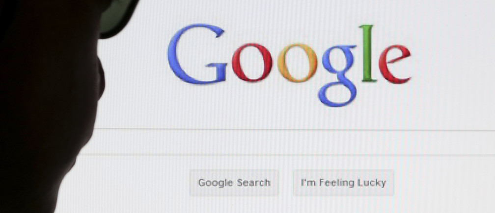 A computer user poses in front of a Google search page in this photo illustration taken in Brussels May 30, 2014. Google has taken the first steps to meet a European ruling that citizens can have objectionable links removed from Internet search results, a ruling that pleased privacy campaigners but raised fears that the right can be abused to hide negative information.   REUTERS/Francois Lenoir (BELGIUM - Tags: POLITICS SCIENCE TECHNOLOGY) - GM1EA5V06RA01