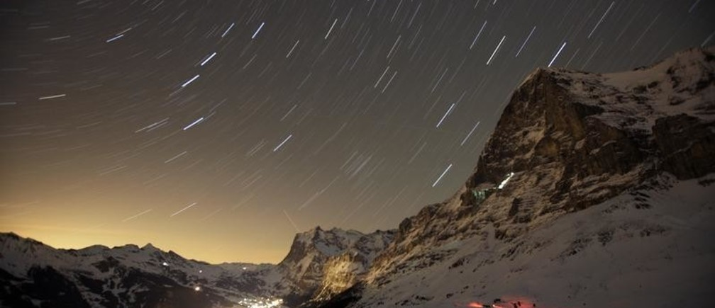 Time exposure of the Swiss mountain resort of Grindelwald next to the north face of the Eiger mountain January 10, 2008. REUTERS/Stefan Wermuth (SWITZERLAND)   FOR BEST QUALITY IMAGE: ALSO SEE GM1E6381D8X01 - GM1DWZZNJIAA