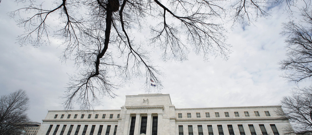 A wintry sky hangs over the Federal Reserve Building in Washington January 22, 2008.  The U.S. Federal Reserve on Tuesday slashed U.S. interest rates by a hefty three-quarters of a percentage point, the biggest rate cut in more than 23 years, in an emergency bid to lend support to a U.S. economy some fear is on the verge of recession.  REUTERS/Kevin Lamarque  (UNITED STATES) - GM1DXCEYVGAA