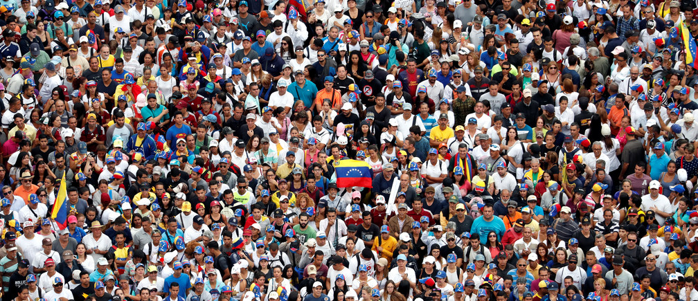 Opposition supporters take part in a rally against Venezuelan President Nicolas Maduro's government and to commemorate the 61st anniversary of the end of the dictatorship of Marcos Perez Jimenez in Caracas, Venezuela January 23, 2019. REUTERS/Carlos Garcia Rawlins - RC1FBDCAFEE0