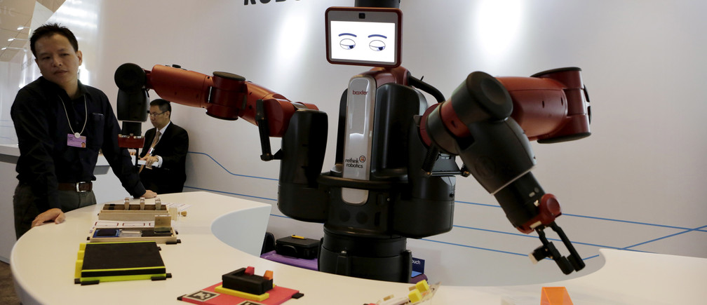 A Baxter robot of Rethink Robotics picks up a business card as it performs during a display at the World Economic Forum (WEF), in China's port city Dalian, Liaoning province, China, September 9, 2015. REUTERS/Jason Lee - RTX2HU5O