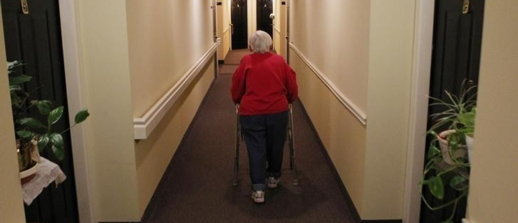 Inez Willis, a senior citizen, walks down the hallway with the aide of her walker to visit a neighbor at her independent living complex in Silver Spring, Maryland April 11, 2012. REUTERS/Gary Cameron   (UNITED STATES - Tags: SOCIETY HEALTH)