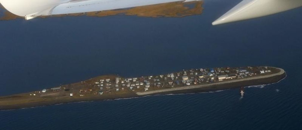 The island village of Kivalina, an Alaska Native community of 400 people the White House chose to highlight as a community at risk from rising sea levels, can be seen from Air Force One as U.S. President Barack Obama flies to Kotzebue, Alaska September 2, 2015. The stop in Kotzebue makes Obama the first sitting U.S. president to visit a community north of the Arctic Circle, a trek the White House hopes will bring into focus how climate change is affecting Americans. REUTERS/Jonathan Ernst - GF10000190880
