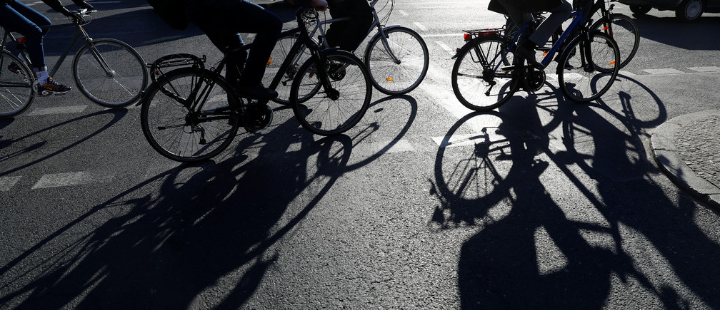 Cyclists make their way at Potsdamer Platz square during a strike of Berlin's municipal transport service BVG (Berliner Verkehrsbetriebe) in Berlin, Germany, April 1, 2019.   REUTERS/Fabrizio Bensch - RC1ACBB64CD0