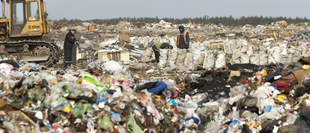 Workers sort waste at the Ecores waste processing enterprise on the outskirts of  Minsk, March 12, 2015.  According to a representative of the enterprise, it collects about 30,000 tons of waste, including plastic, glass and paper, annually from the Belarussian capital of Minsk and surrounding region, after which the sorted waste will be sent for further processing.  REUTERS/Vasily Fedosenko (BELARUS - Tags: BUSINESS ENVIRONMENT) - GM1EB3C1NF301
