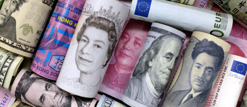 FILE PHOTO: Euro, Hong Kong dollar, U.S. dollar, Japanese yen, pound and Chinese 100 yuan banknotes are seen in this picture illustration, January 21, 2016.   REUTERS/Jason Lee/Illustration/File Photo - RC18E6C85080