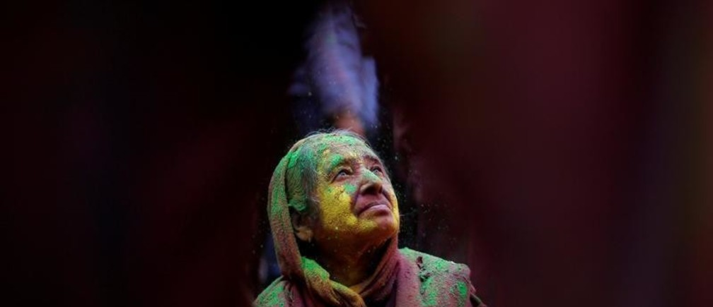 A widow daubed in colours takes part in Holi celebrations in the town of Vrindavan in the northern state of Uttar Pradesh, India, February 27, 2018. REUTERS/Adnan Abidi     TPX IMAGES OF THE DAY - RC15C3BA0D60