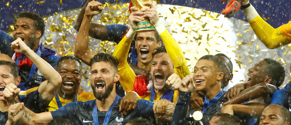 Soccer Football - World Cup - Final - France v Croatia - Luzhniki Stadium, Moscow, Russia - July 15, 2018  FranceÕs Hugo Lloris lifts the trophy as they celebrate after winning the World Cup  REUTERS/Kai Pfaffenbach - RC1922337300