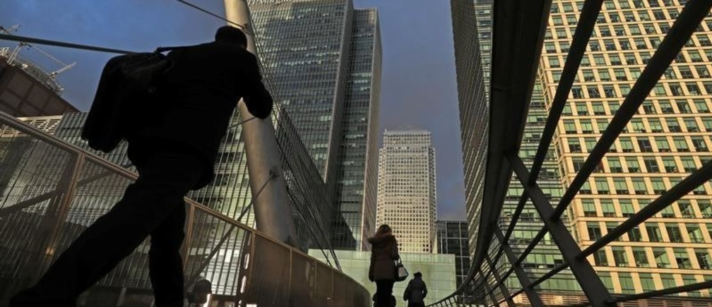 People walk through the Canary Wharf financial district of London, Britain, December 7, 2018. REUTERS/Simon Dawson - RC1901F11BB0