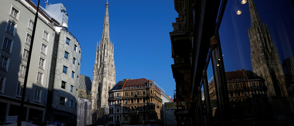 St. Stephen's cathedral (Stephansdom) is pictured in Vienna, Austria, March 13, 2017.   REUTERS/Leonhard Foeger - RTX30VHP