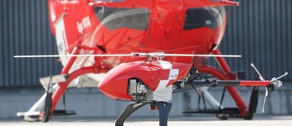 The new Rega-Drone of Swiss air rescue company Rega is seen in front of a Airbus Helicopter H145 rescue helicopter during a media presentation in Duebendorf, Switzerland April 12, 2019. REUTERS/Arnd Wiegmann - RC116650D6E0