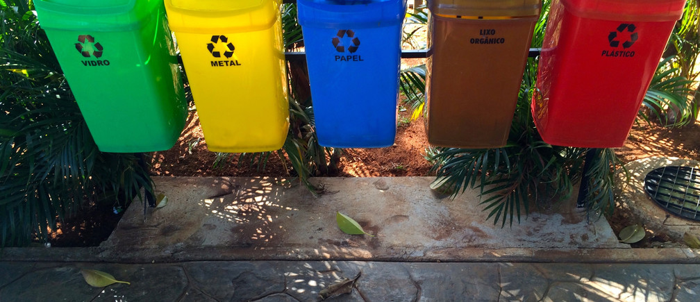 Different coloured trash cans are seen in Brasilia June 14, 2014.  In a project called 'On the Sidelines' Reuters photographers share pictures showing their own quirky and creative view of the 2014 World Cup in Brazil.     REUTERS/Paul Hanna (BRAZIL - Tags: SPORT SOCCER WORLD CUP SOCIETY) - RTR3U4VP