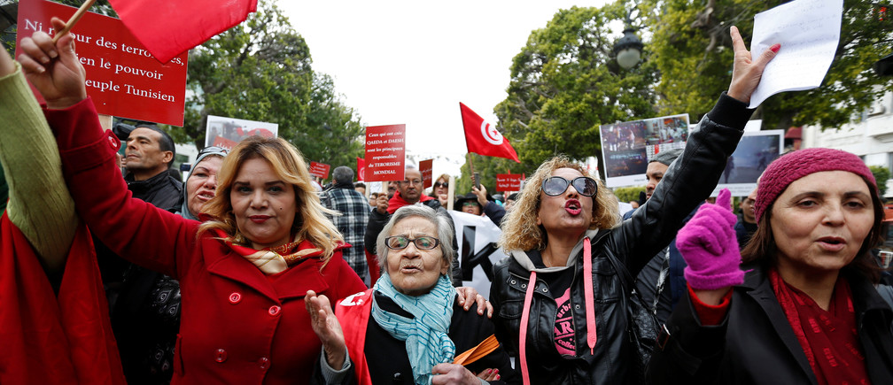 Tunisians demonstrate against the return of jihadists fighting for extremist groups abroad, on Habib Bourguiba Avenue, in Tunis, Tunisia January 8, 2017. REUTERS/Zoubeir Souissi - RTX2XYFW