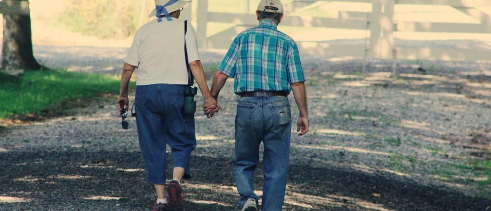 ¿vive más años la mujer porque así lo dicta su fisiología o porque su mortalidad es menor?